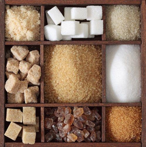 zucchero in diverse forme e colori