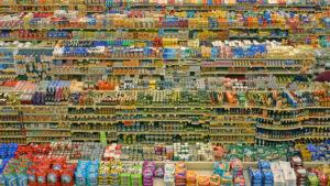 un supermercato pieno di alimenti industriali studiati per raggiungere il bliss point