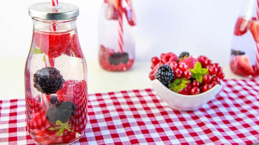 esempio di alternativa alle bibite zuccherate, le acque aromatizzate